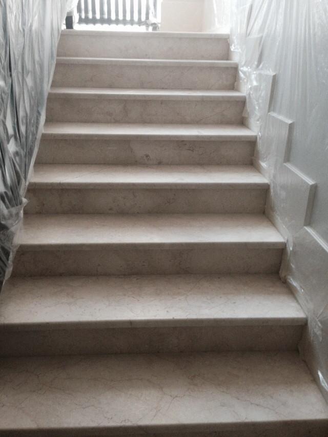 Лестница до полировки мрамора подготовка